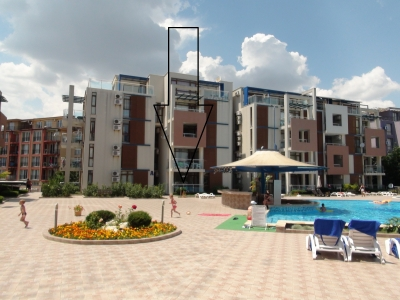 Sun City 1 - One bedroom holiday apartment - View to the swimming pool